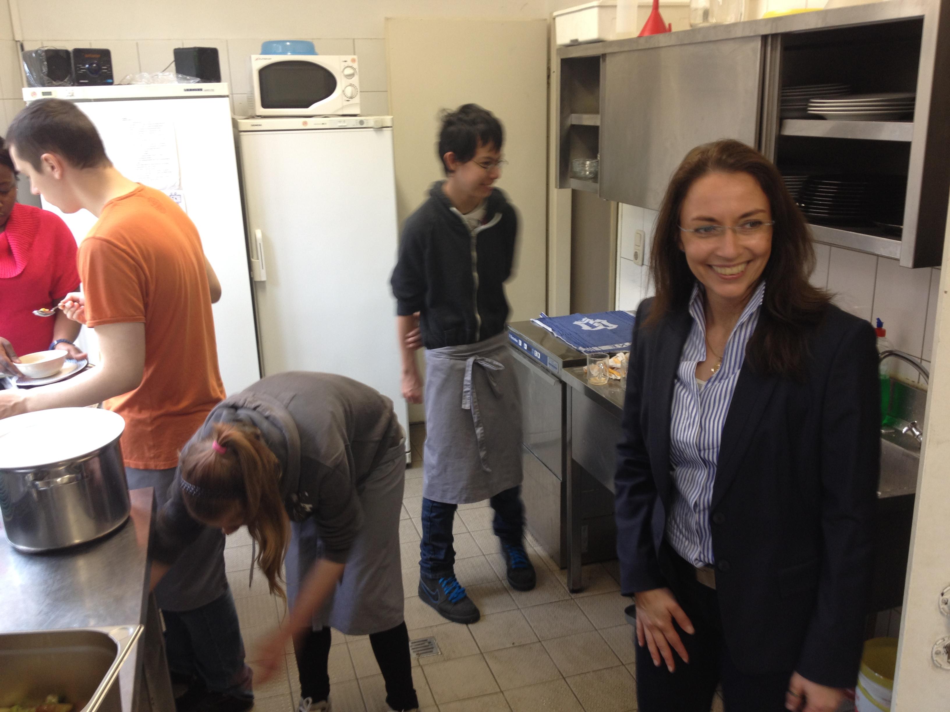 SPD-Generalsekretärin Fahimi besucht das Café Eins